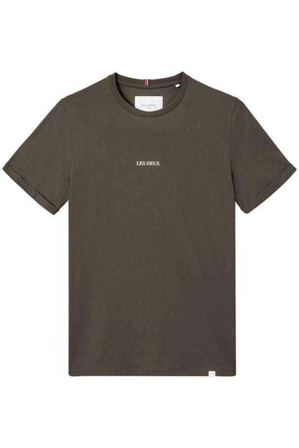 T-shirt från Les Duex i brun färg med Les Duex tryck mitt på bröstet