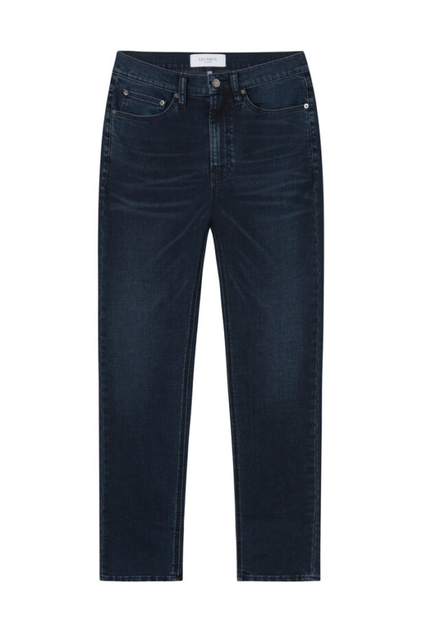 Jeansen har inte bara en snygg design och en smal passform detta plagg har även behandlats med en ordentlig tvättning och genomtänkta slitningar för en autentisk känsla. Med influenser från varumärkets franska rötter kommer dessa jeans att passa perfekt till dina favorit-boots. Modellen är 188 cm lång och bär storlek 31″32.